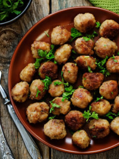 Sizzling hot lean turkey meatballs ....mmm don't these look good?!? #healthy #recipe