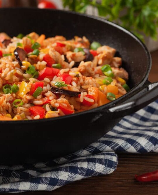 Say yes to this simple one pot jambalaya recipe, perfect for an easy meal your whole family will love! #easydinner #onepotmeal #jambalya #healthydinner #dinnerinspiration